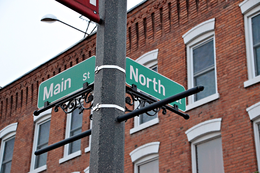 Photo of the Main Street & North Street signs in Caledonia
